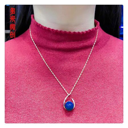 编号:C101M-02 新品18k南非足反钻石吊坠,净水天空蓝 小点缀大魅力,属于你的时尚搭配,谁也戴不走
