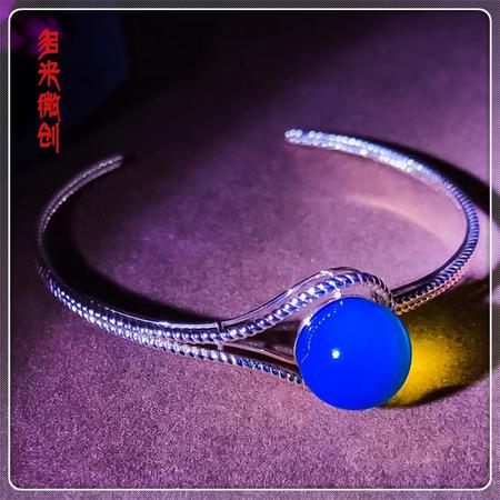 编号:D021M 18k南非足反钻石蓝珀手镯,净水天空蓝 精致细腻麻花边,气质优雅的造型,让你腕间多一道别致的风景线
